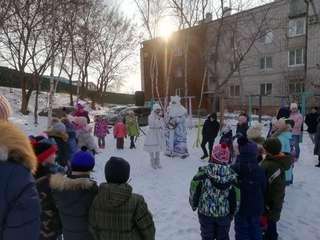 Новогодние праздники дворов «Чудесница-зима» проходят в Уссурийске