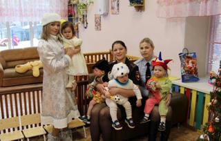 Транспортные полицейские Уссурийска и Общественный совет присоединились к благотворительной акции «Полицейский Дед Мороз»