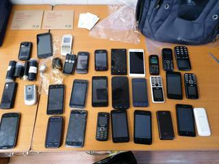 В Уссурийске мужчина пытался перебросить 30 телефонов и наркотики на режимную территорию