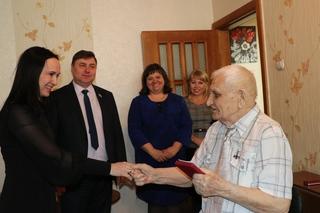 Ветеранов Великой Отечественной войны поздравили с юбилеями в Уссурийске