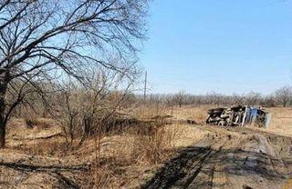 Большегруз перевернулся в районе озера Солдатского в Уссурийске