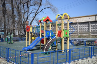 Первую детскую площадку по программе «1000 дворов» установили в Уссурийске
