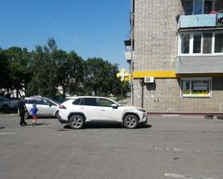 В Уссурийске полиция ведет розыск водителя, скрывшегося с места ДТП