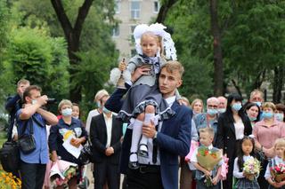 Торжественные линейки, посвященные Дню знаний, прошли в школах Уссурийска