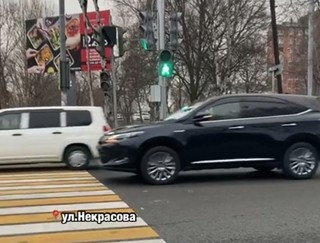 «Нас чуть не сбили»: зелёный светофор мог стать причиной аварии в Уссурийске