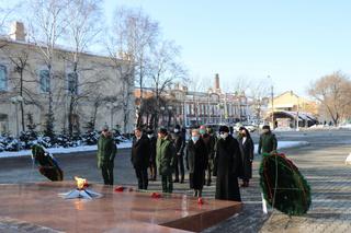 В Уссурийске состоялась тожественная церемония возложения цветов и венков, посвященная Дню Неизвестного солдата