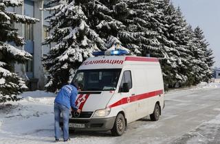 «Вы нас спасли»: молодые люди не дали замерзнуть медикам на трассе в Приморье