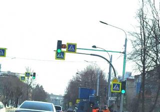 Новые светофоры заработали на перекрестке улиц Некрасова-Суханова