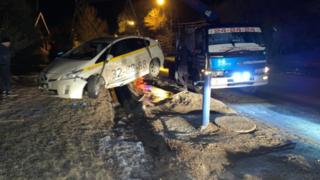 В Уссурийске поездка на такси обернулась сломанными ребрами пассажирки