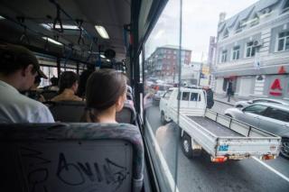 «Я чуть не поседела»: три 11-летние девочки удивили женщину в автобусе в Приморье