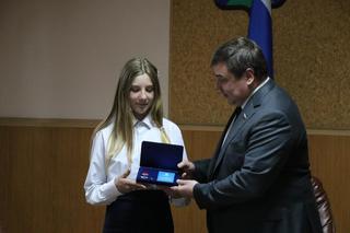 Юная жительница Уссурийска удостоилась почетного знака