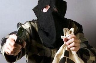 Вооруженные бандиты ограбили автостоянку