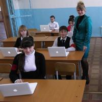 В школе № 3 появился мобильный компьютерный класс