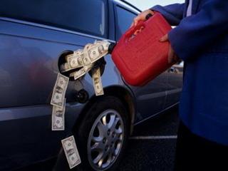 В Уссурийске сотрудник наркоконтроля организовал хищение и продажу бензина