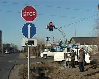 На перекрестке Дзержинского и Комсомольской появились трёхглазые постовые