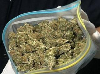 Парня с пакетом марихуаны задержали в Уссурийске
