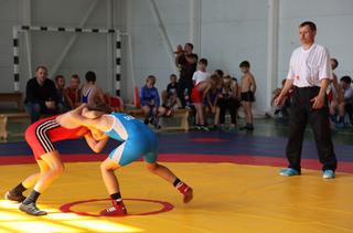 В Уссурийске прошло открытое первенство по греко-римской борьбе среди младших юношей