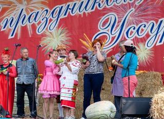 На центральной площади города состоялся праздник урожая