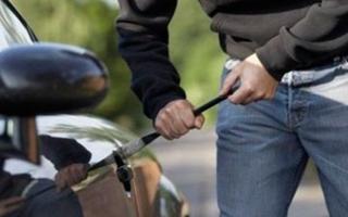 Полицейские в Уссурийске задержали автоворов, перегонявших машины